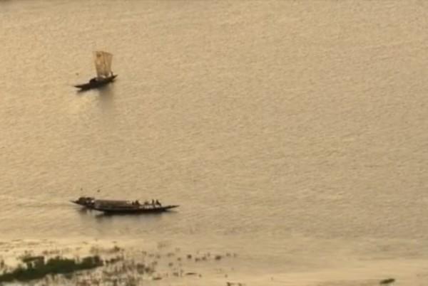 pirogue-sur-le-fleuve-niger-1-600x402